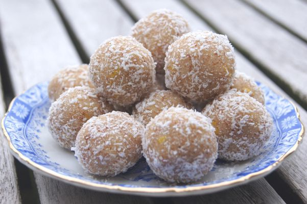Rauwe citroen-kokos balletjes