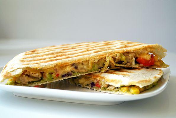 Vegetarische quesedillas met avocado