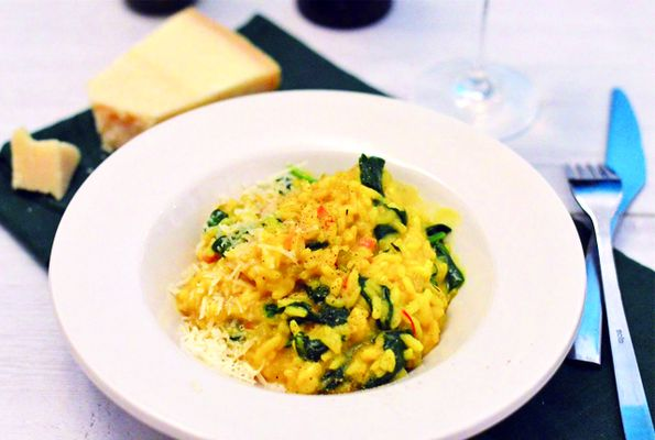 Risotte met saffraan en spinazie