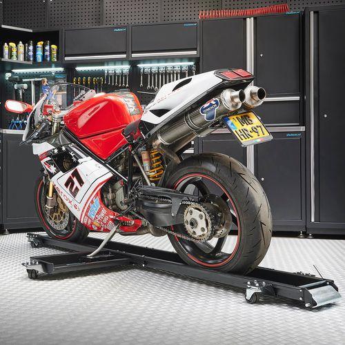 Zwarte motormover 240 cm in de werkplaats met Ducati motor