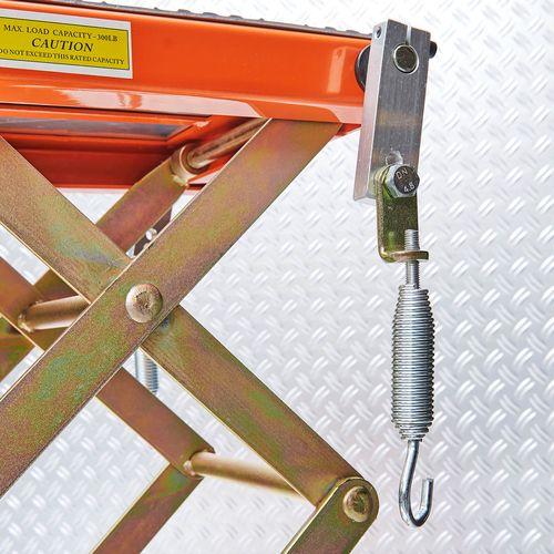 Vergrendeling op de KTM crosslift om motor vast te zetten