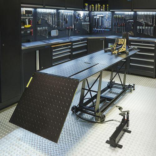 Zwarte motorheftafel 450 kg met luxe rijklem
