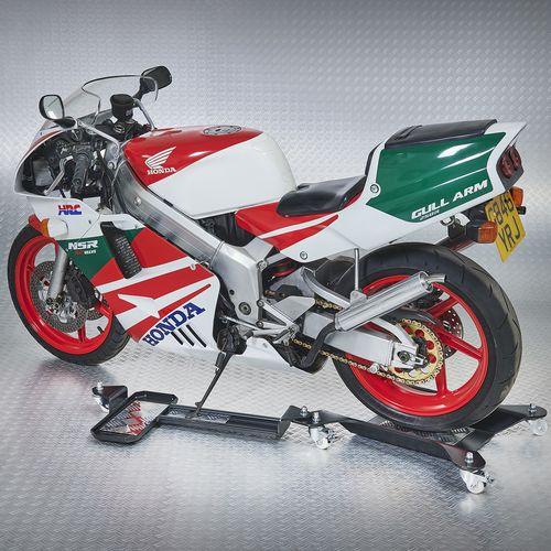 motor op motorstandaard