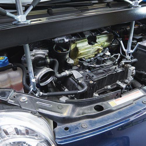 motordrager vast aan auto 53120
