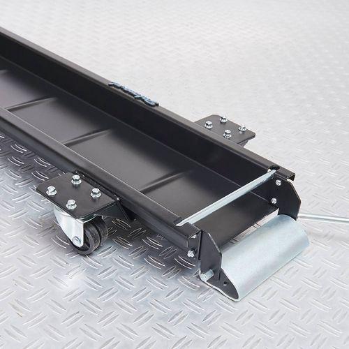 wielen en vergrendeling op de zwarte motormover 240 cm