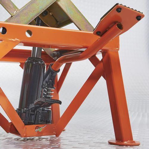Oranje crosslift van Datona met voetpomp