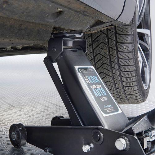 Garagekrik compact 2 ton onder de auto
