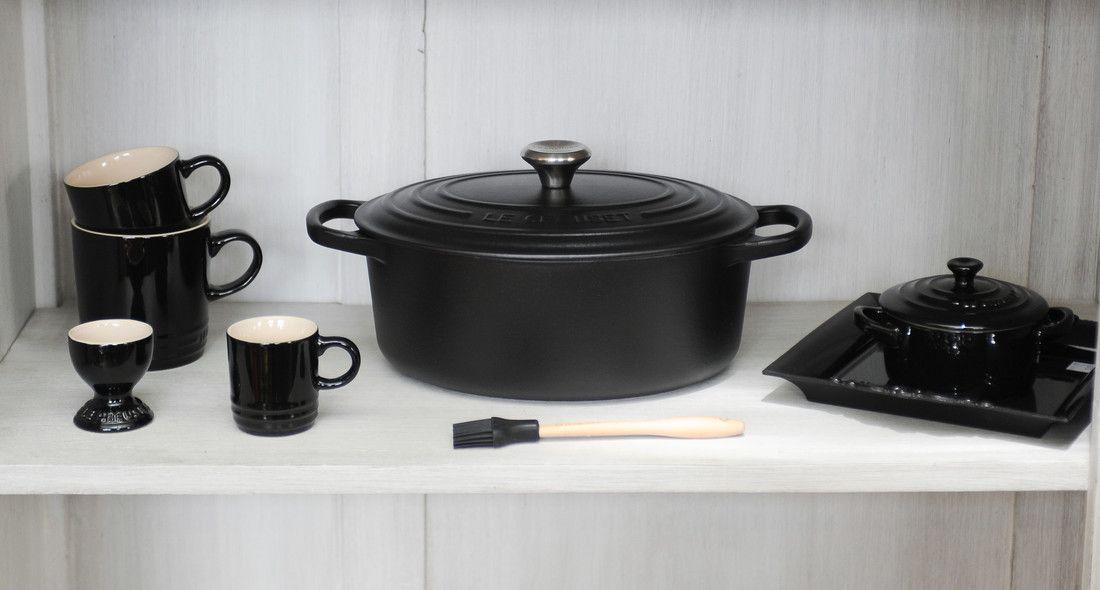Le Creuset braadpan ovaal Signature zwart Ø 27 cm sfeer
