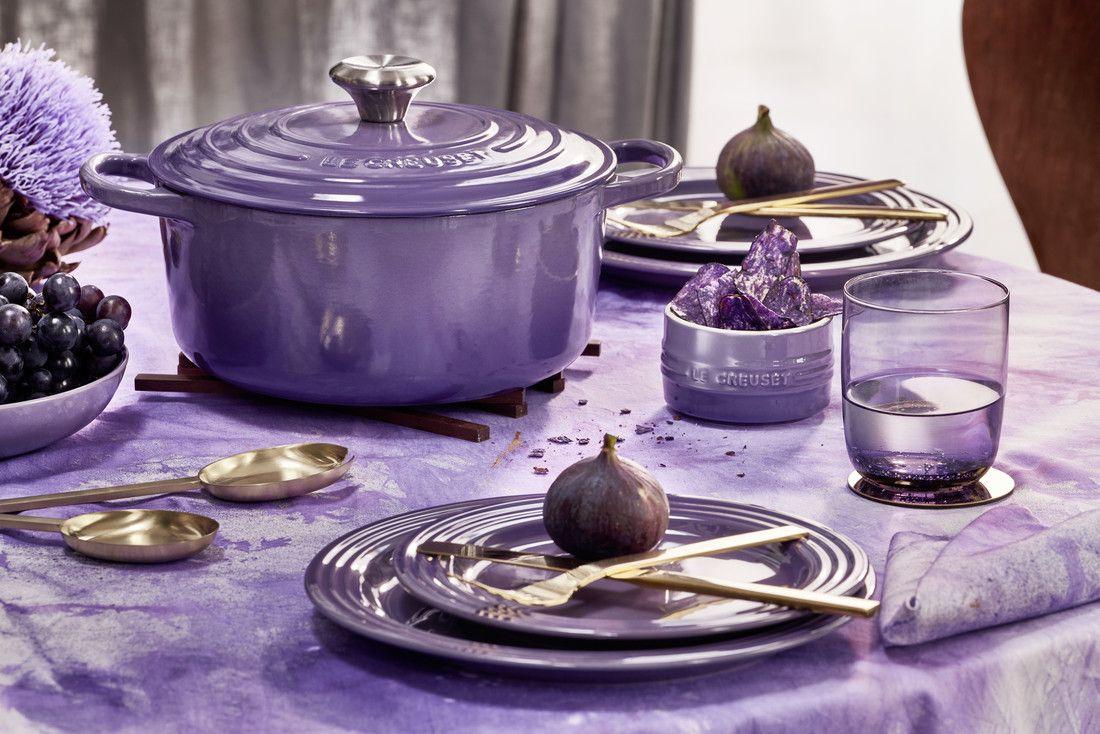 Le Creuset braadpan Campagnard ultra violet Ø 30 cm sfeer