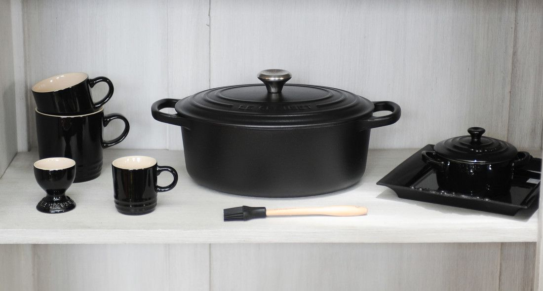 Le Creuset braadpan ovaal Signature zwart Ø 31 cm sfeer