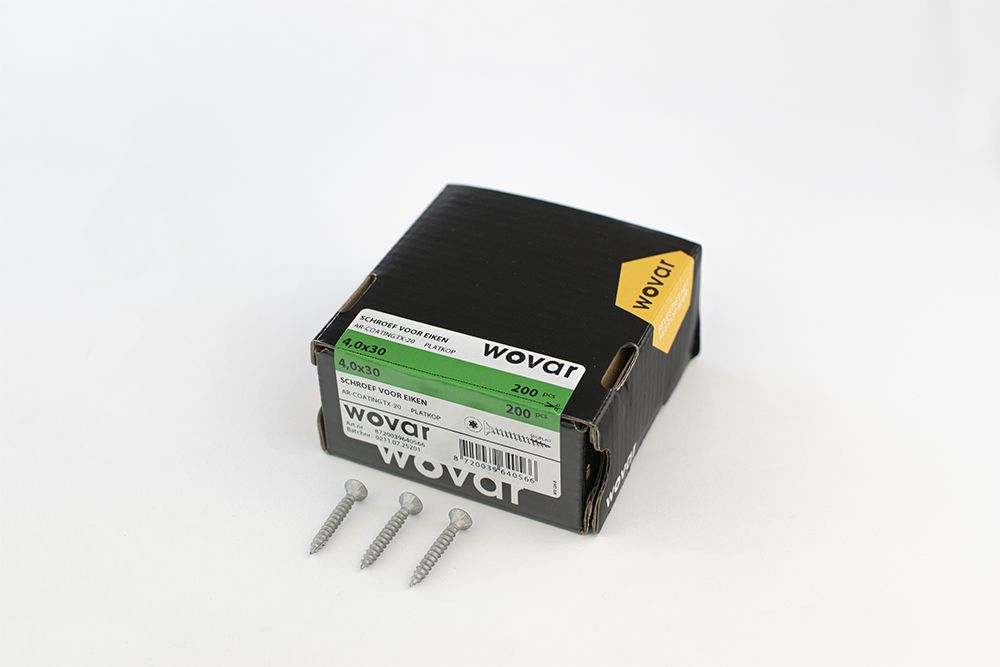 4 x 30 coated screws in box